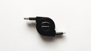巻き取り式充電ケーブル